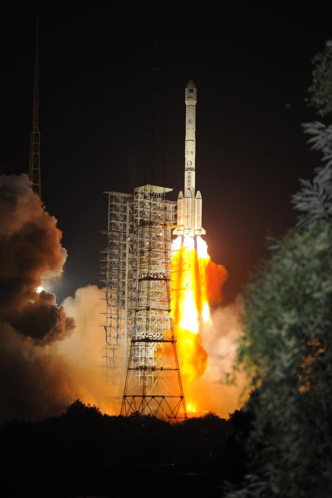 """2008年10月15日签署的巴基斯坦1R通信卫星在轨交付合同实施的。根据双方约定,中国长城工业总公司作为总承包商,会同其分承包商中国运载火箭技术研究院、中国空间技术研究院和中国卫星发射测控系统部,向SUPARCO""""在轨交付""""一颗大功率通信卫星,提供相关培训,并交付位于巴基斯坦拉合尔和卡拉奇的两个地面测控站, 在未来一段时间,巴星1R通信卫星将在西安卫星控制中心的控制下,实施一系列变轨,最终将定点于东经38度赤道上空。在完成在轨测试后,即交付巴方使用,用以满足巴基斯坦在电信、广播、宽"""